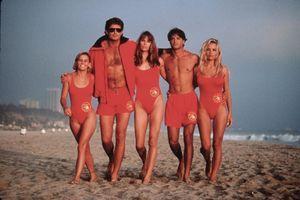 """Prošlo je 30 GODINA od """"Čuvara plaže"""", a sada je kultna serija dobila DOSTOJAN OMAŽ: Detalj koji smo svi OBOŽAVALI sada je zauvek deo pop kulture"""