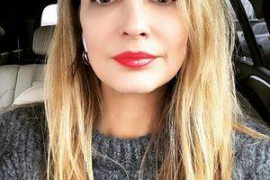 """""""Lepa kao i uvek"""": Supruga Peđe Stojakovića u ovoj haljini očarala Instagram javnost - a na nogama PAPUČE OD 56 HILJADA DINARA"""