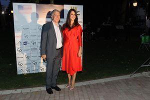 Tamara Vučić zablistala u crvenoj haljini, pa zaplesala sa američkim ambasadorom