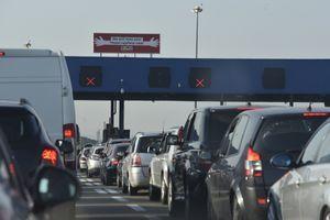 GUŽVE NA GRANICAMA Putnička vozila na graničnim prelazima čekaju do 45 minuta