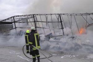 BUKTINJA NA NEMAČKOM AUTOPUTU Kamion potpuno izgoreo, uništen sav kakao vredan stotine hiljada evra (FOTO)