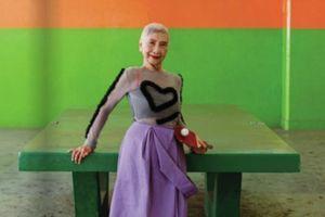 Najstarija manekenka na svetu IMA 96 GODINA i izgleda SAVRŠENO: Kakav stil, kakvo lice, kakvo držanje - ovo je za ČISTU NEVERICU!