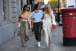 Na ulicama Londona DOMINIRA PET TRENDOVA i ne znamo u koji pre da gledamo: Bukvalno ih OBOŽAVAMO, a od svake žene prave BOGINJU STILA