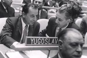PESNIK, KOMANDANT, DIPLOMATA Ovo je Srbin koji je odbio i Tuđmana i Miloševića, a zadužio Jugoslaviju