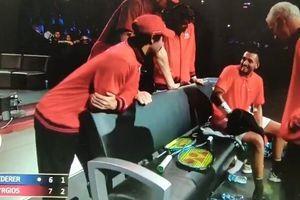 """ONI MOMENTI KADA VOLITE KIRJOSA """"Predao se"""" protiv Federera kada je ugledao LEPOTICU, smejao mu se čak i LEDENI MEKINRO /VIDEO/"""