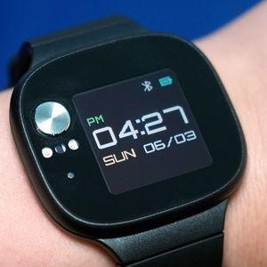 786d8c8d878 Hodinky Asus VivoWatch BP změří krevní tlak a baterie vydrží skoro měsíc